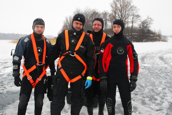 W takim rynsztunku ekipa będzie nurkować na wysokości 6.400 m.n.p.m
