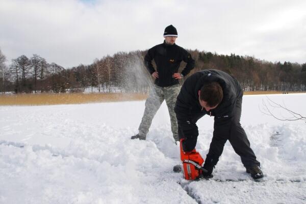Grubość lodu w Olsztynie przekraczała 40 cm - mamy nadzieję, że na górze nie będzie aż tak źle.