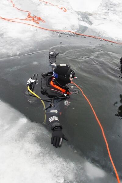 Wiele godzin spędzonych w zimnej wodzie - suche skafandry i docieplacze zdały egzamin